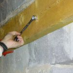 Construction d'un plancher en bois : fixation