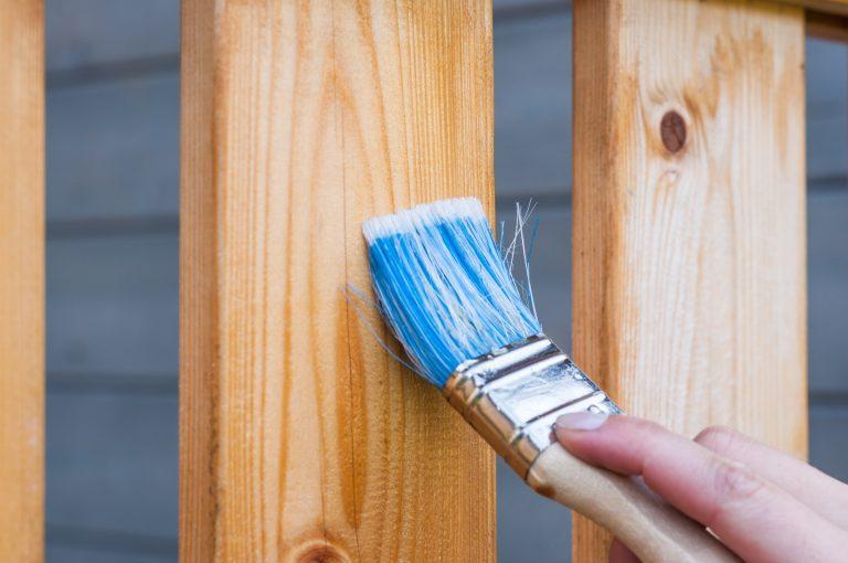pinceau bleu et bois