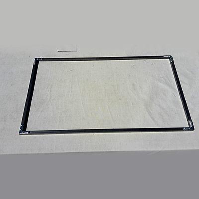 4 tubes carrés acier disposés en cadre