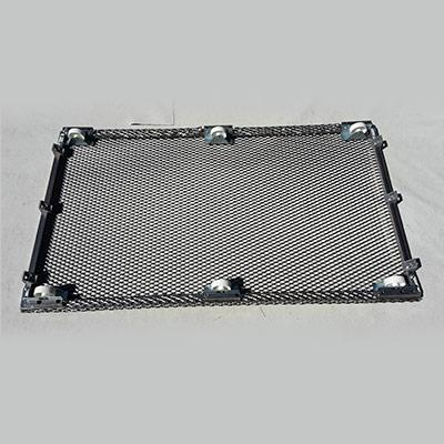 cadre finalisé avec le fond grillagé et 6 roulettes