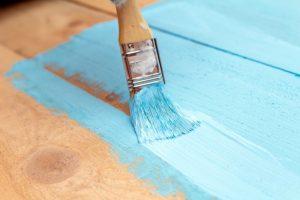 Peindre un meuble en bois