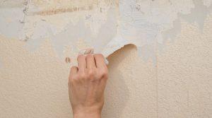 Enlever papier peint poreux