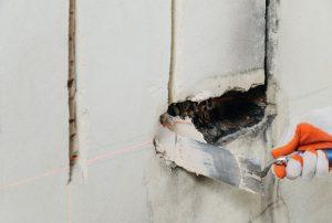 reboucher gros trou mur