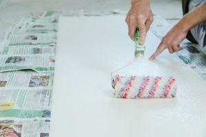 colle rouleau papier peint