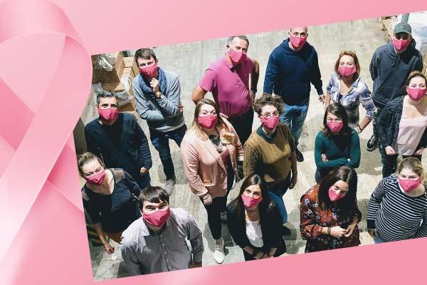 L'équipe Bricozor en masques roses, tous mobilisés pour la lutte contre le cancer du sein